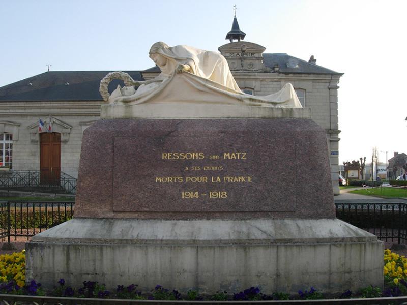 Monument aux morts de Ressons sur Matz (France – Oise)
