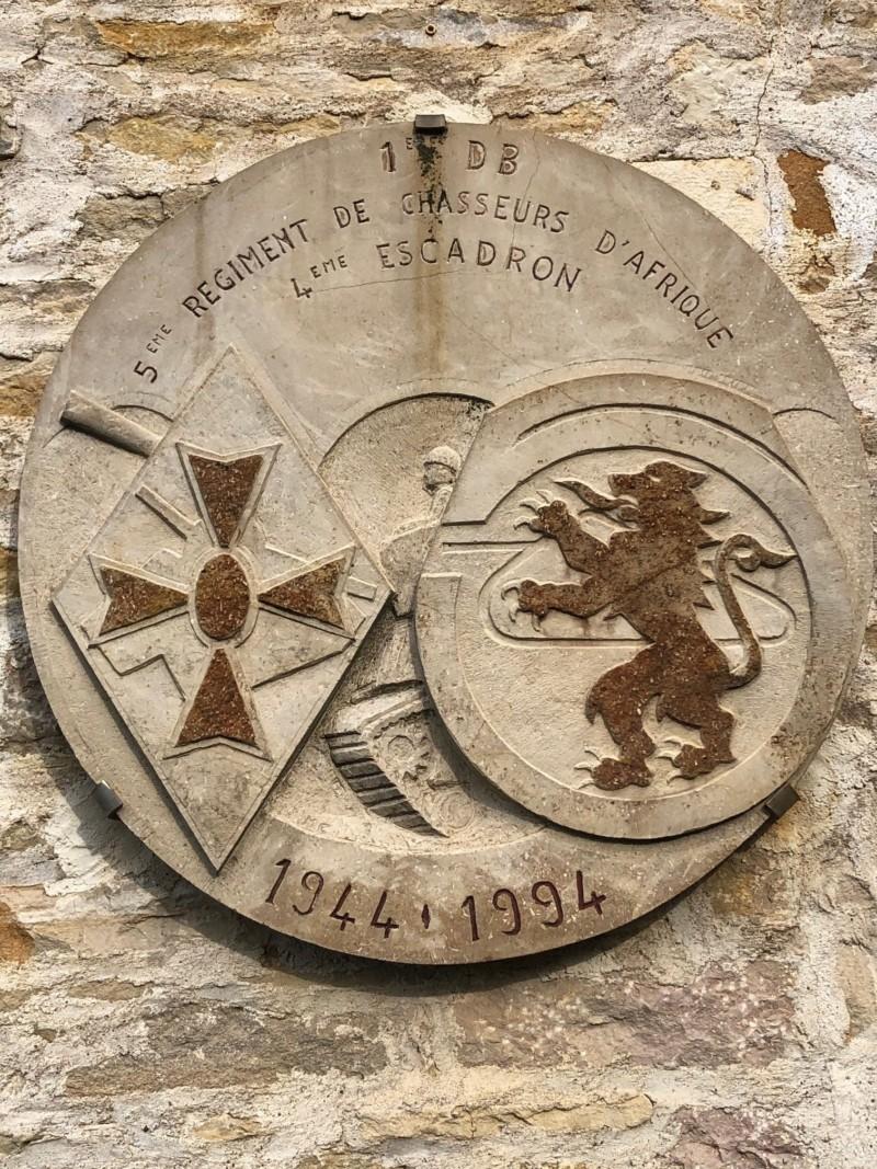 Plaque du 5e Regiment de chasseurs d'Afrique de la 1ere Division Blindée à Monthelie (France – Cote d'Or)