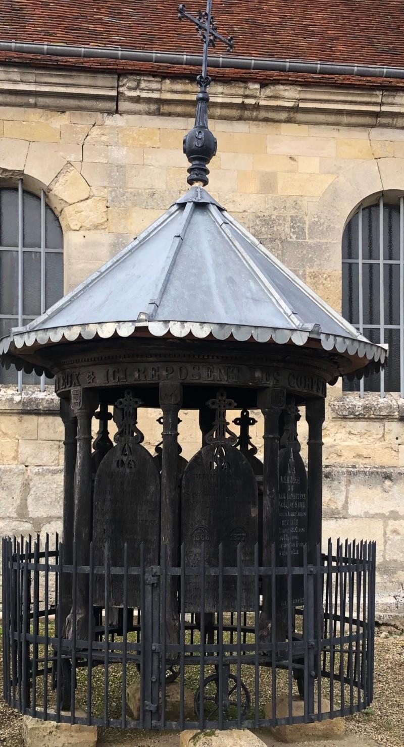 """Le """"Manège"""" du cimetière de Mareuil la motte (France – Oise)"""
