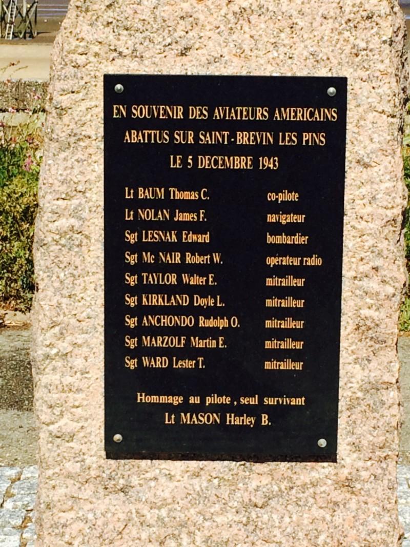 """Stèle Commémorative du bombardier B-24 """"The Oklahoman"""" à St Brevin Les Pins (France – Loire Atlantique)"""