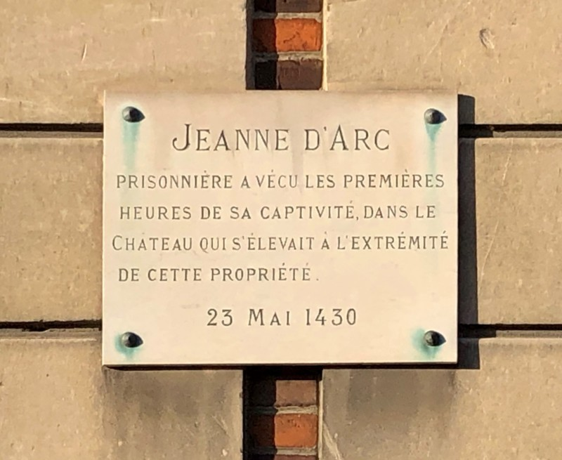 Plaque rappelant la détention de Jeanne d'Arc à Margny les Compiègne (France – Oise)