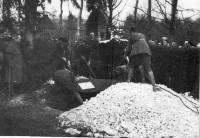 1ère funérailles du Baron Rouge le 22 Avril 1918 à Bertangles (France – Somme)