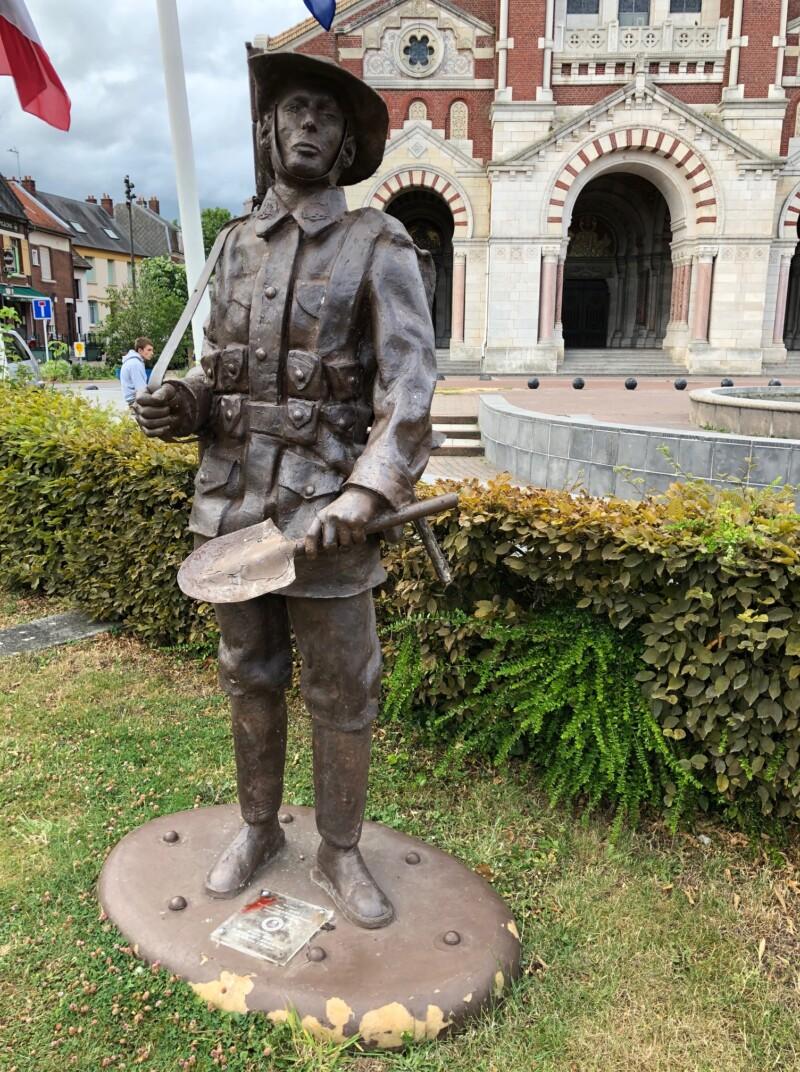 Statue de soldat australien à Albert (France – Somme)