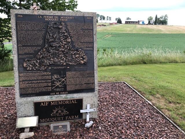 Monument à la ferme du Mouquet à Grandcourt (France – Somme)