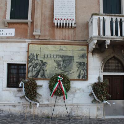 Commemotative plaque to seven martyrs murdered by the nazis in Venice, Italy / Plaque commémorative aux sept martyrs assassinés par les nazis à Venise, Italie