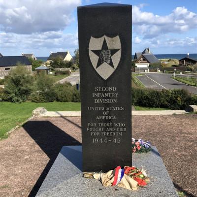 Monument à la mémoire de la 2nd division d'infanterie américaine à St Laurent sur Mer (France – Calvados)