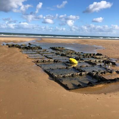 Vestige du port artificiel à St Laurent sur Mer (France – Calvados)